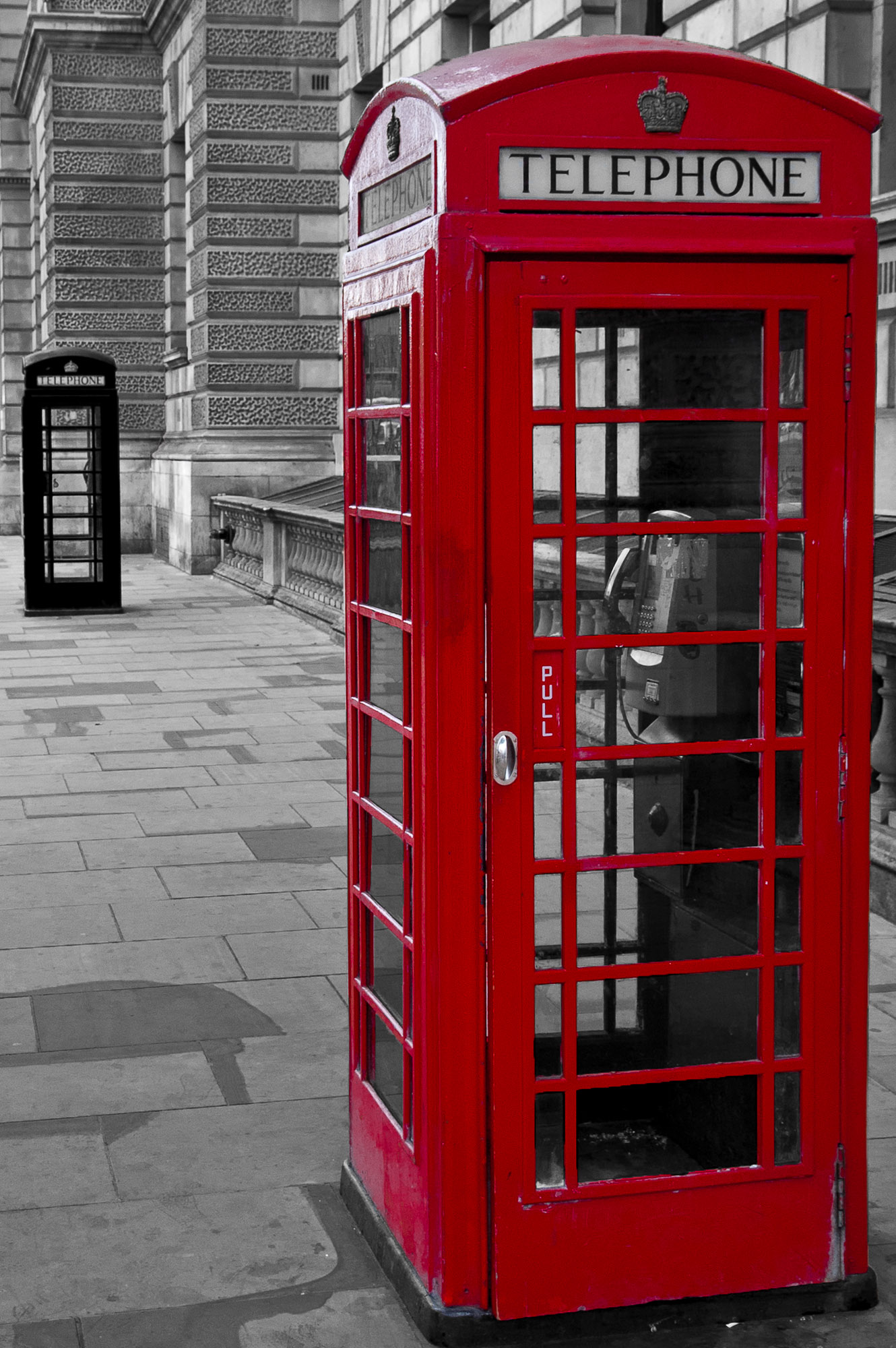Red: Telephone